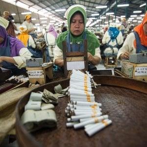"""Oms: """"In fumo mille miliardi"""". L'ultimo allarme sulle sigarette"""