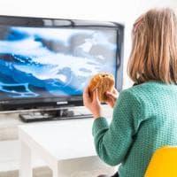 Le 10 regole per evitare bruciori agli occhi ai bambini davanti agli schermi