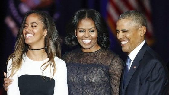 """""""Dov'è Sasha?"""": la figlia piccola di Obama non partecipa al discorso d'addio. La Rete scatenata"""