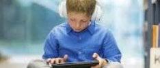 """""""Via smartphone dalle mani dei bambini. Rischiano la sindrome da occhio secco""""   Le regole  per evitare bruciori agli occhi    di AGNESE FERRARA"""