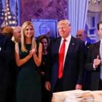 Usa, il garante boccia Trump sul conflitto d'interessi