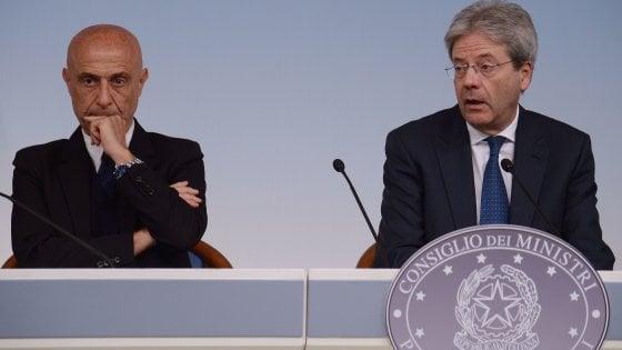 Fiducia nei ministri a gennaio: Minniti scalza Padoan ma il governo Gentiloni parte in svantaggio
