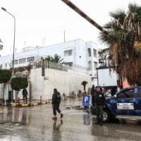 Libia, a Tripoli il premier ribelle prova a occupare tre ministeri