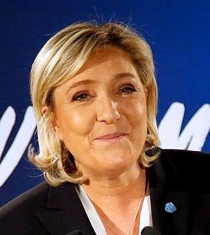 """Marine Le Pen riunisce """"l'Europa di Trump"""" in nome della rottura dell'euro"""
