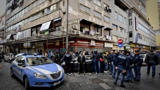 Napoli, dietro gli spari al mercato i ragazzi condannati a uccidere