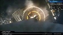 SpaceX, ok il lancio  dei satelliti: esultano al centro di controllo