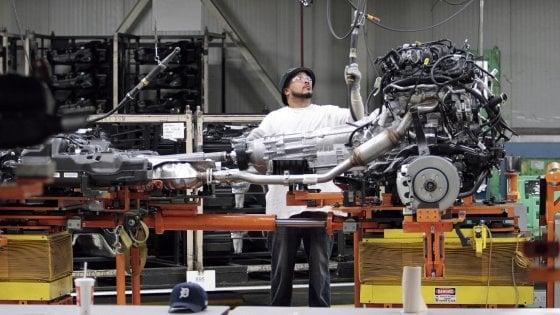 """Emissioni, Berlino chiede il pugno duro su Fca. Calenda: """"Pensino a Volkswagen"""""""