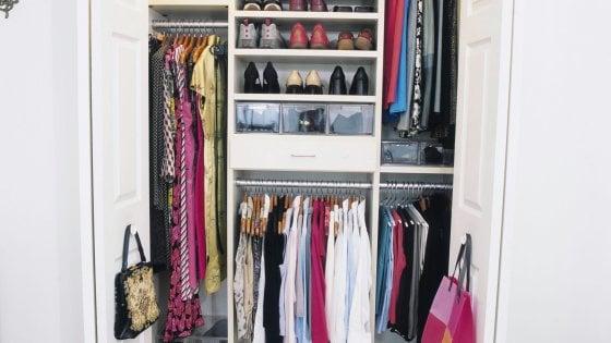 Troppi vestiti nell'armadio, ne bastano trentatrè