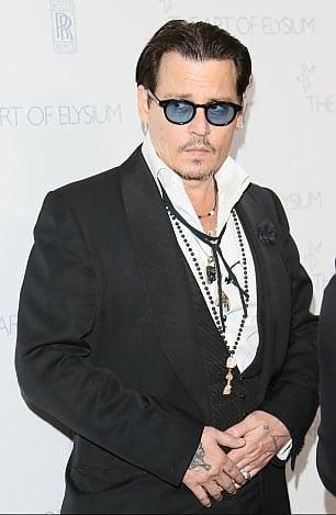 Depp fa causa ai suoi ex manager