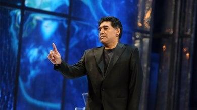 """Napoli, Maradona strega il San Carlo   foto   """"Ragazzi, no alla droga e alle armi""""   video"""