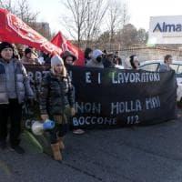 """Almaviva, nel call center dei 1600 licenziati: """"La sinistra qui ci ha preso a calci"""""""