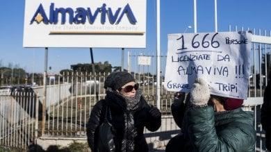 """Almaviva, call center dei 1600 licenziati: """"La sinistra qui ci ha preso a calci"""""""