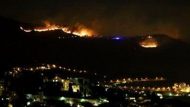 Genova, emergenza incendi -   foto     video   centinaia di sfollati a Pegli -   la diretta tv