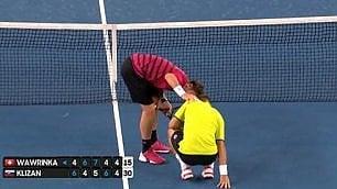 Il colpo di Wawrinka è doloroso Mette l'avversario in ginocchio