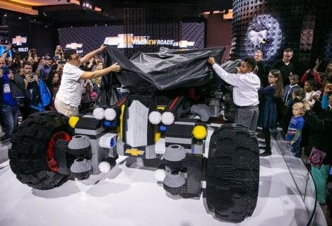 La Batmobile di Lego in timelapse, che show
