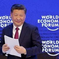 Davos, Xi difende globalizzazione e ambiente: dal presidente della Cina frecciate a Trump