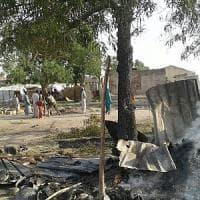 Nigeria, bombe su un campo profughi: oltre 100 morti, uccisi sei operatori