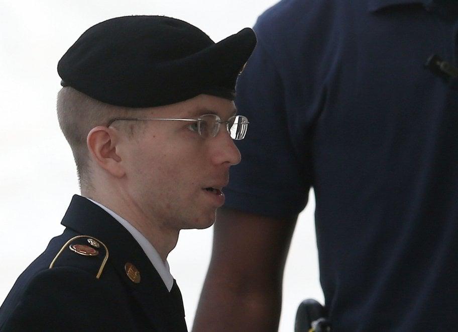 La storia di Chelsea Manning, la fonte di WikiLeaks graziata da Obama