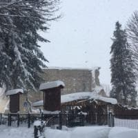 Terremoto, tre forti scosse in un'ora nel Centr'Italia in ginocchio per l'emergenza neve