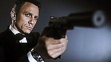 """""""James Bond è vittima  del fumo passivo"""""""