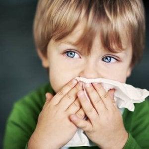 Febbre o mal di gola, le regole per capire se mandare il bambino a scuola