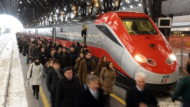 """La rabbia dei pendolari Frecciarossa """"Ora ci soffocano sui biglietti"""""""