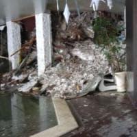 Valanga su hotel Rigopiano, le prime immagini all'interno dell'albergo distrutto