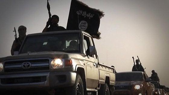 """Libia, gli Usa bombardano l'Isis nel deserto. """"Si erano riorganizzati a 50 km da Sirte"""""""