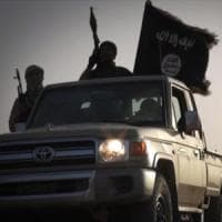 Libia, gli Usa bombardano l'Isis nel deserto.
