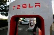 Tesla: archiviata inchiesta incidente auto con pilota automatico