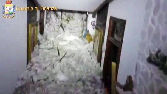 """Valanga su hotel Rigopiano. Estratti tre corpi, quarto localizzato. Soccorritori: """"C'è speranza"""""""