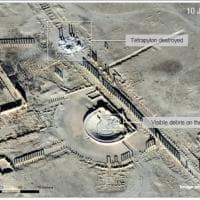 Palmira: Isis distrugge il Tetrapilo e la facciata del teatro romano