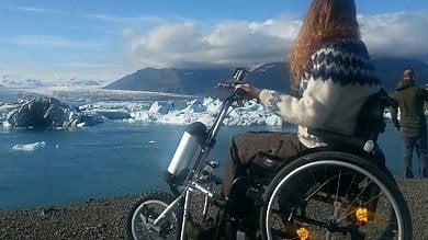 Il mondo dalla sedia a rotelle Simona, il viaggio comunque   foto