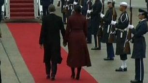 L'addio di Michelle e Barack Escono di scena mano nella mano