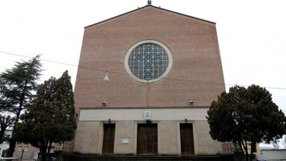 """Padova, la testimonianza: """"Sesso e violenza, il mio inferno con don Contin"""""""