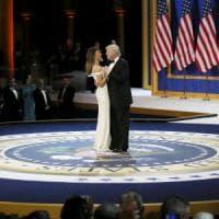 """Donald Trump ha giurato da presidente degli Usa. """"Con me potere torna al popolo"""". Firmato..."""