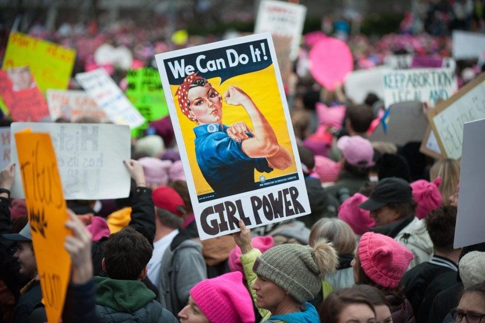 Washington, i cartelli delle donne in marcia contro Trump