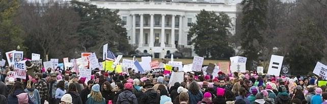 Marcia anti Trump, donne in piazza nel mondo Marea rosa a Washington: in 500 mila   foto