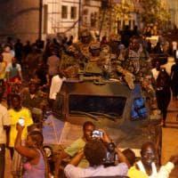 Gambia, Jammeh in esilio. E ruba allo Stato l'1% del pil e le auto di lusso
