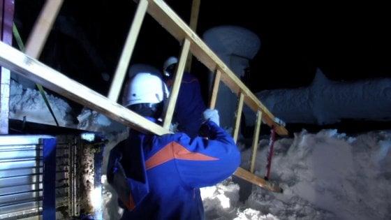 Maltempo, il più lungo black out in Italia: da una settimana senza luce e riscaldamento settemila case