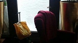Le valigie pronte degli ospiti nelle foto del receptionist