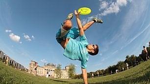 Frisbee, sessanta anni in volo tra sport e divertimento