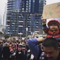 Marcia delle donne, la bimba di 22 mesi simbolo della protesta contro Trump