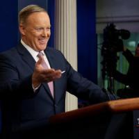 Usa, il portavoce Spicer e la stampa:
