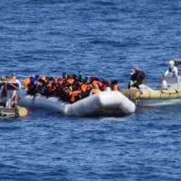 Navi Ue in acque libiche: ecco il piano di Bruxelles per bloccare i barconi