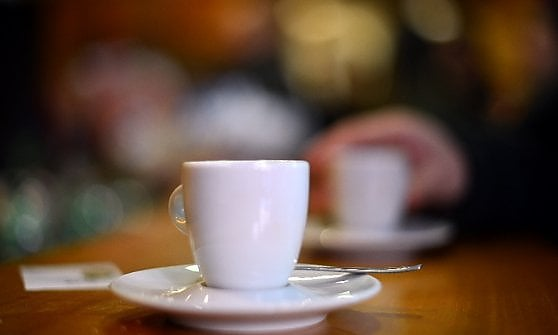 Bar italiani, non solo colazione: ecco come cambiano per resistere alla crisi