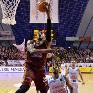 Basket, Champions League: Venezia al secondo posto, Varese saluta la Coppa