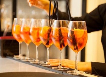 Lo spritz: il drink più leggero è anche il più bevuto (non solo nel Veneto)