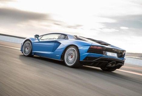 Lamborghini Aventador S a briglie sciolte