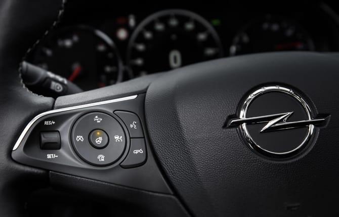 Nuova Opel Insignia Grand Sport, addio all'inverno
